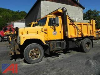 1989  International  2574  Dump w/ Plow